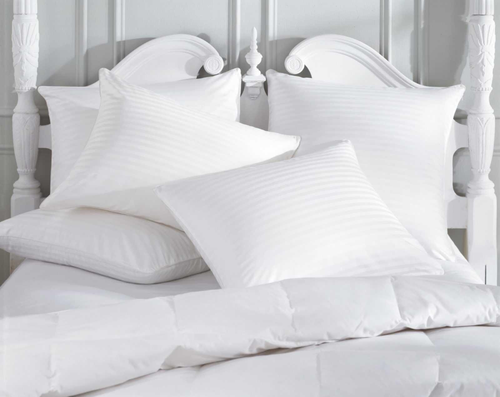cama con almohada